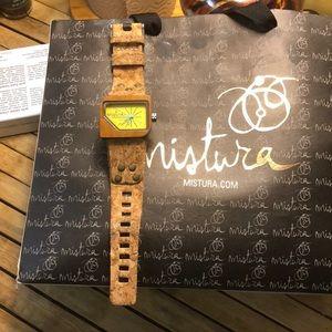 Mistura watch . No damage .